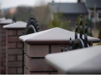 Бетонные крышки на заборные столбы