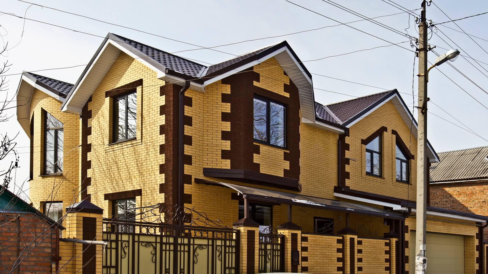 чем понять, фото домов из желтого и коричневого кирпича лично
